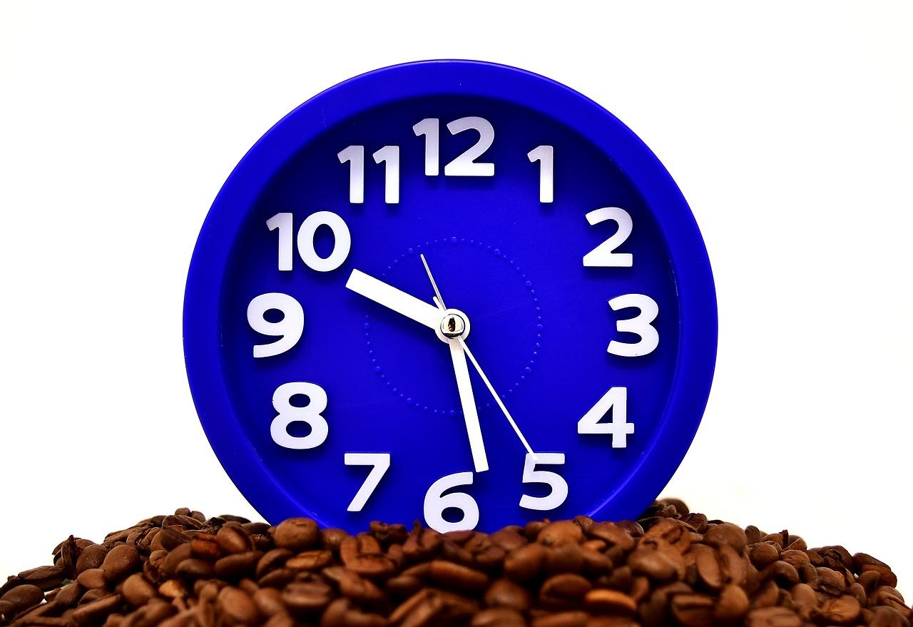 چرا در هنگام تولید محتوا نباید قهوه بخورید و کتاب بخوانید؟!