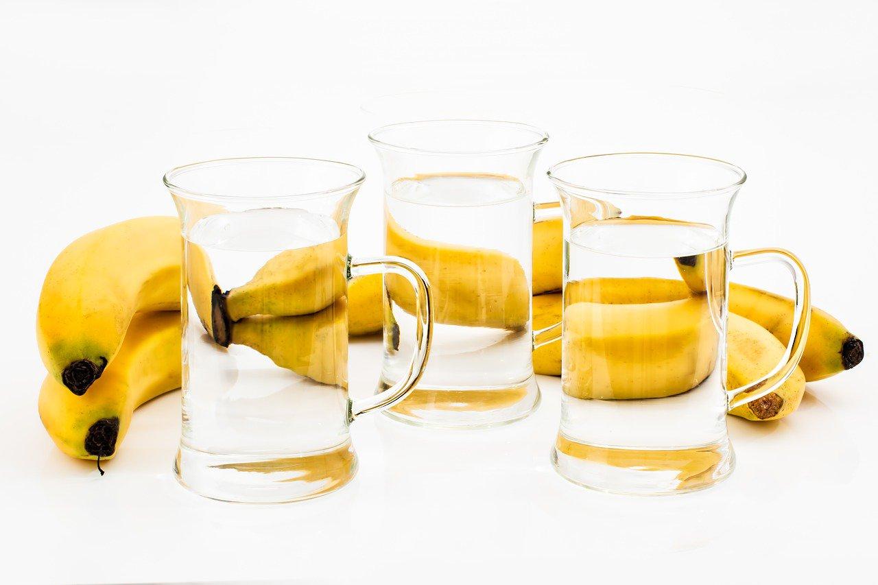 تولید محتوا و نوشیدن آب در طول روز